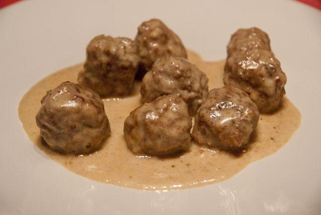 Polpette di maiale con salsa di arachidi