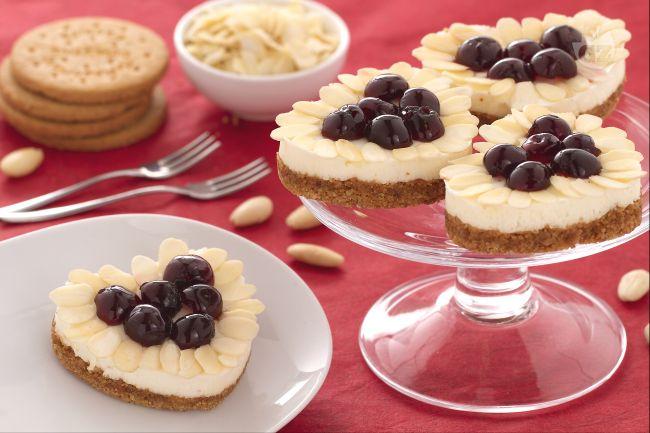 Ricetta cuori di cheesecake mandorle e amarene