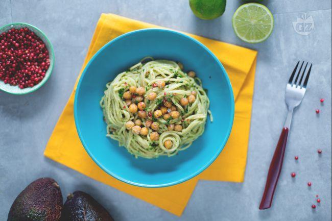 Ricetta spaghetti integrali con crema di avocado e ceci croccanti ...