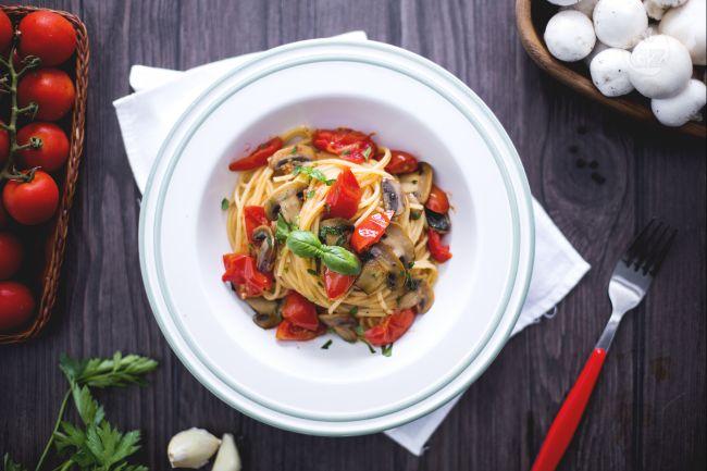 Ricetta spaghetti ai pomodorini e champignon