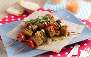 Ricetta spiedini di seitan e verdure al forno