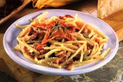 Spaghetti con vongole, scorfano e zucchine