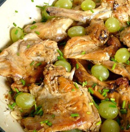 Ricetta coniglio con uva e vino in padella