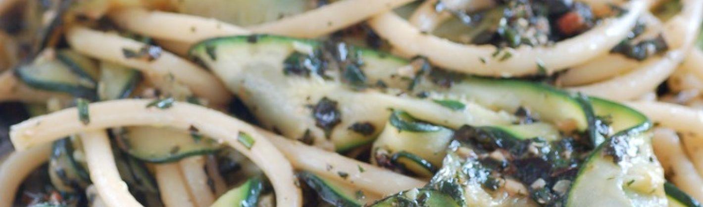 Ricetta spaghetti con zucchine e acciughe