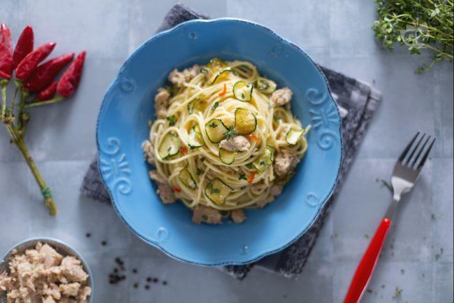Ricetta spaghetti con tonno e zucchine