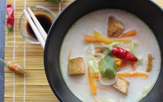 Ricetta zuppa al latte di cocco con verdure e tofu
