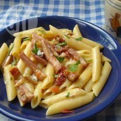 Pasta con prosciutto e crema di gorgonzola