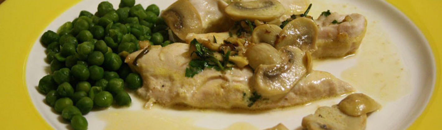 Ricetta petto di pollo con piselli e funghi