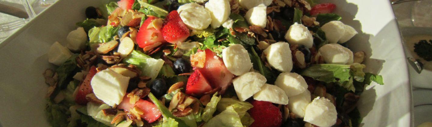 Ricetta insalata di fragole, mozzarella e indivia