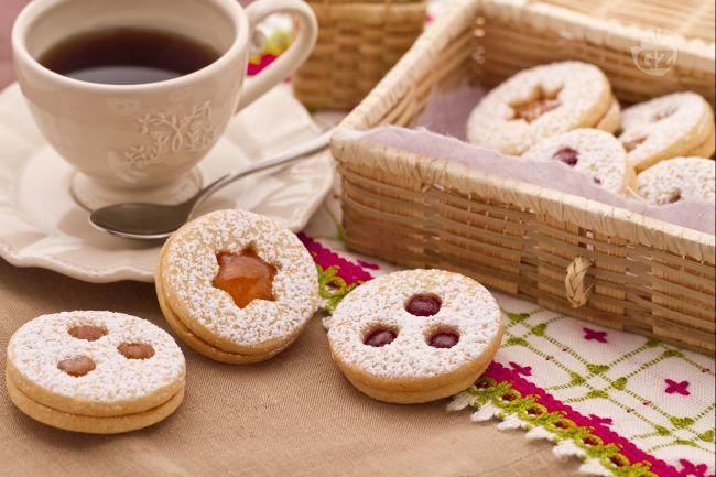 Ricetta biscotti tirolesi con confettura di fragole