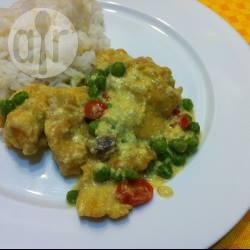 Pollo al curry con piselli e carotine