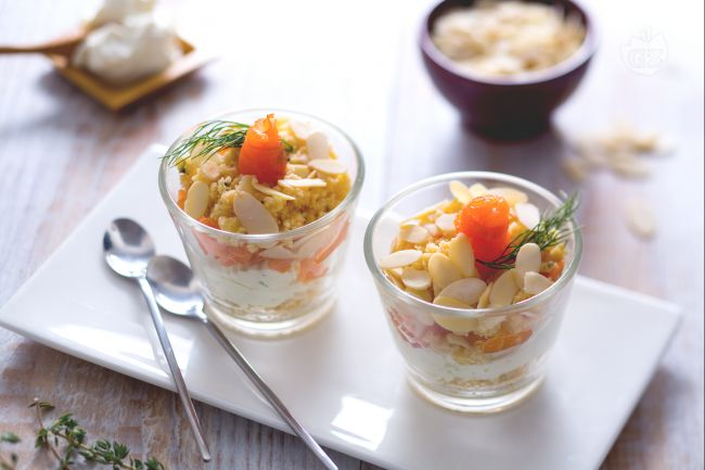 Ricetta bicchierini salati al salmone, spuma di formaggio e crumble ...