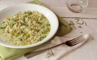Ricetta risotto con fave e piselli al rosmarino