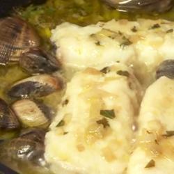 Filetti di merluzzo e vongole al vino bianco