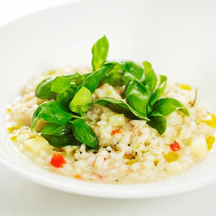 Zuppa d'orzo con verdure croccanti