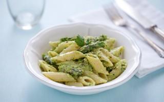 Ricetta penne alla crema di asparagi, pistacchi e limone