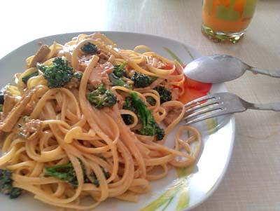Bavette al pesto con broccoli siciliani