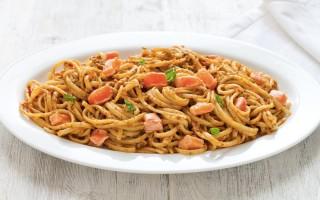 Ricetta linguine al pesto di pistacchi e salmone