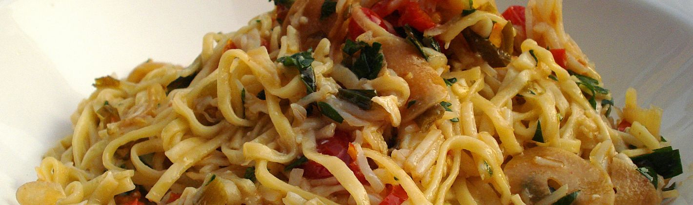 Ricetta tagliolini con triglie, pomodorini, olive e prezzemolo