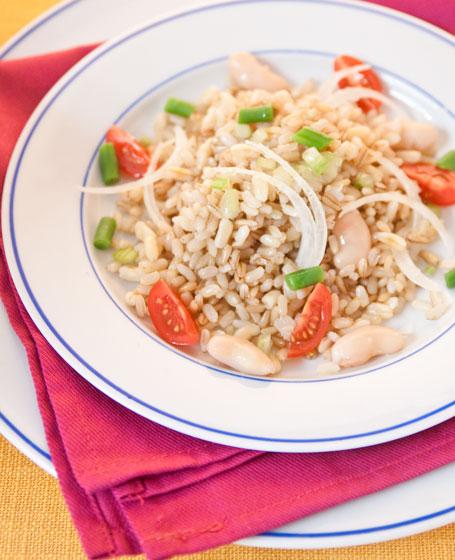 Insalata di riso ai 3 cereali integrali vegetariana