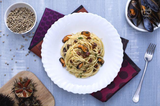 Ricetta spaghetti con cozze e ricci di mare