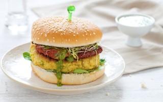 Ricetta hamburger vegetariano con zucchine, pomodori secchi e ...