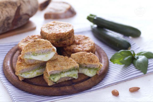 Ricetta mozzarella in carrozza al verde con pesto di zucchine e ...