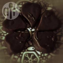 Cuori di barbabietola rossa ricoperti di cioccolato