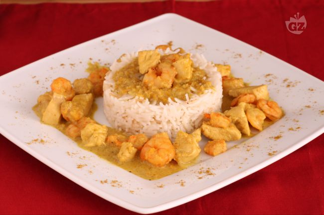 Ricetta pollo e gamberi al curry con riso basmati