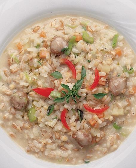 Minestra di riso, cereali e salsiccia