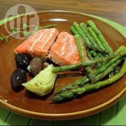 Salmone alla griglia e asparagi