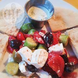 Insalata greca con pita e tzatziki