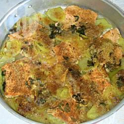 Salmone al forno su letto di patate
