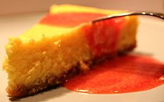 Ricetta cheesecake alla vaniglia con salsa mou
