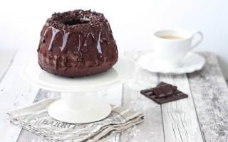 Ricetta ciambella al cacao con glassa al cioccolato fondente e rum ...