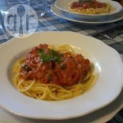 Spaghetti al tonno con capperi e peperoncino