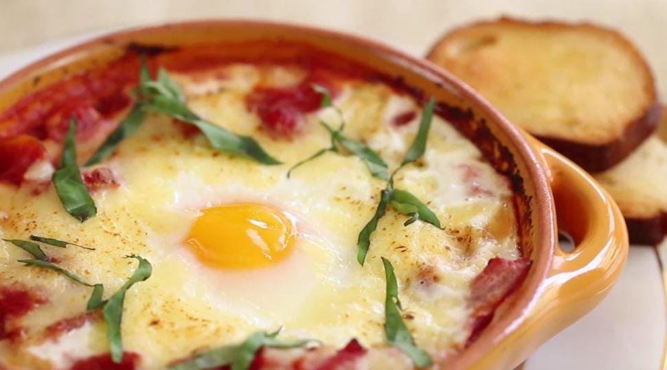 Ricetta uova al forno con pomodoro