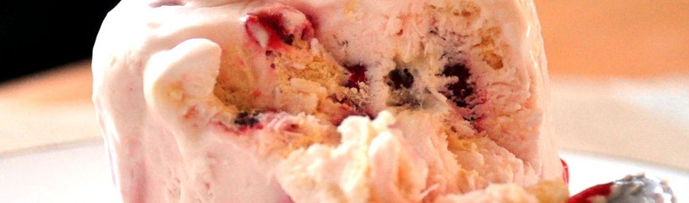 Ricetta semifreddo di fragole e panna con savoiardi