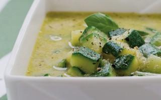 Ricetta minestra delicata di zucchine e basilico