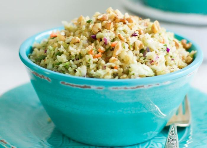 Ricetta dell'insalata di quinoa e cavolo