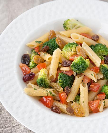 Penne 3 cereali (riso,mais e grano saraceno) con broccoli, pinoli e ...