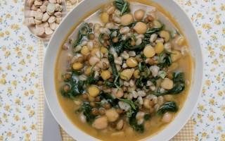 Ricetta zuppa di legumi e cicoria