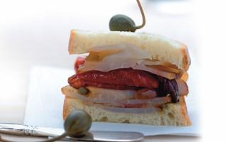 Ricetta panino con pesce spada, pomodorini e capperi