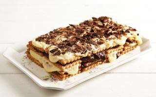Ricetta torta con biscotti secchi e crema pasticcera