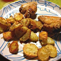 Ali di pollo impanate con patate al forno