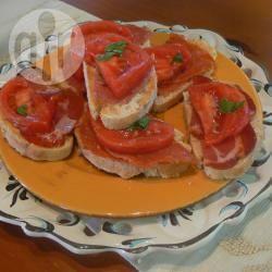 Bruschettine di affettati piccanti e pomodoro