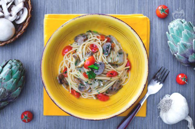 Ricetta spaghetti con funghi, carciofi e pomodorini