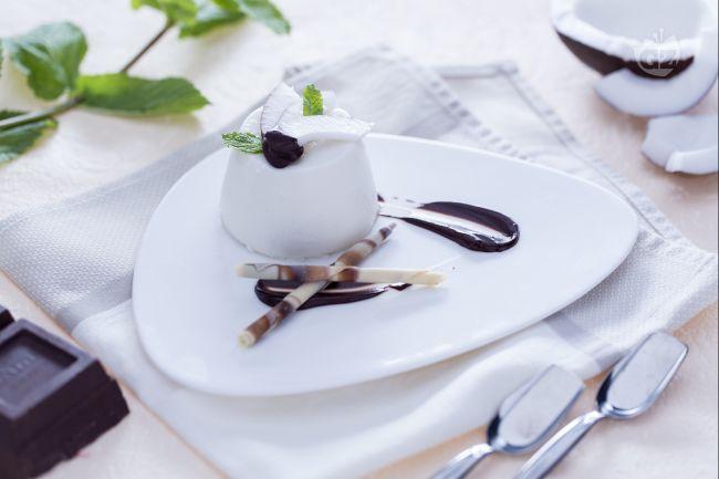 Ricetta panna cotta al cocco con salsa di cioccolato