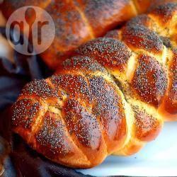 Pane challah con semi di papavero