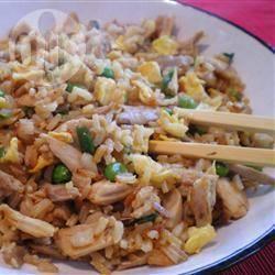 Riso alla cantonese con pollo e funghi